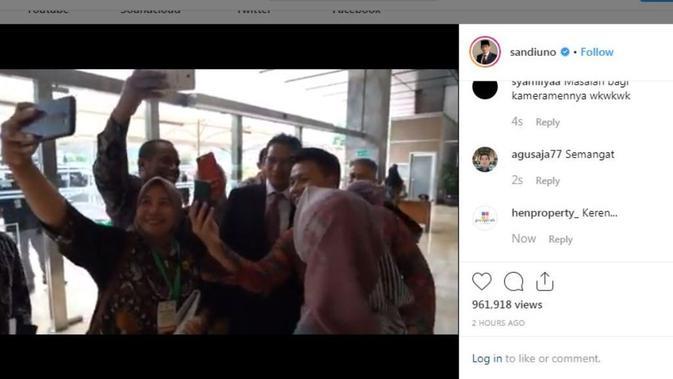 Sandiaga Uno berjalan kaki menuju kompleks parlemen, Senayan, Jumat (16/8/2019). (Instagram @sandiuno)