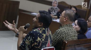 Tersangka suap kerja sama pengangkutan pupuk, Bowo Sidik Pangarso jelang memberi keterangan sebagai saksi pada sidang lanjutan suap dengan terdakwa, Asty Winasti di Pengadilan Tipikor Jakarta, Rabu (26/6/2019). (Liputan6.com/Helmi Fithriansyah)