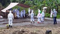 Proses pemakaman salah satu Pasien Dalam Pengawasan (PDP) di Sulut dengan menggunakan protokol Covid-19.