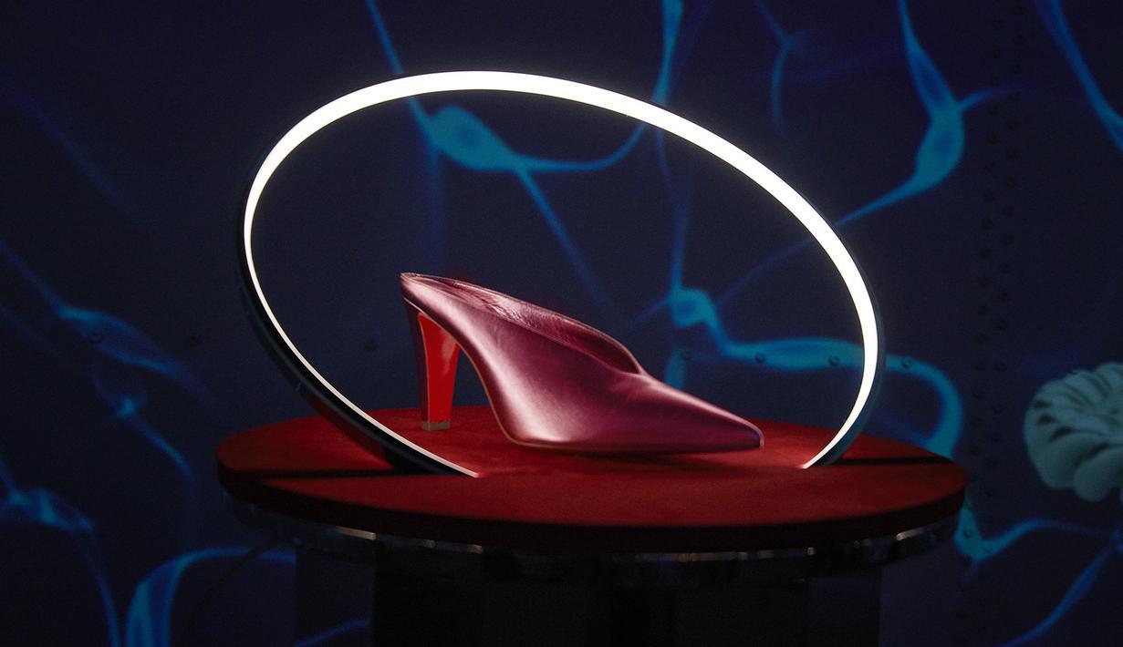 Christian Louboutin merilis koleksi barunya untuk Spring-Summer 2022 lewat 'Loubillusions' lewat pengalaman imersif 360 derajat di di L'Atelier desLumières di Paris. (Foto: Christian Louboutin)
