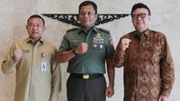 Mendagri beri penghargaan bagi anggota TNI  yang gugur dalam pelaksanaan Pemilu 2019. (foto: dok. Kemendagri)