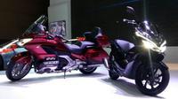 Honda Gold Wing dan Honda PCX Hybrid resmi diperkenalkan di IIMS 2018. (Arief Aszhari/Liputan6.com)