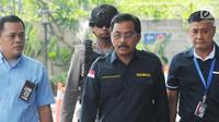 Gubernur Kepulauan Riau Nurdin Basirun digiring petugas setelah aksi tangkap tangan KPK. (Liputan6.com)