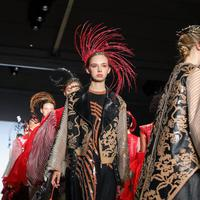 Kimberly Tandra tampil memukau di New York Fashion Week. (Istimewa)