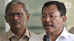 Menkes Terawan Agus Putranto memberikan keterangan usai menjenguk dua pasien positif terinfeksi Corona di RSPI Prof. DR. Saroso, Sunter, Jakarta, Senin (2/3/2020). Kediaman yang dihuni pasien di daerah Depok juga diisolasi. (merdeka.com/Iqbal S. Nugroho)