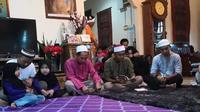Tahlilan digelar di rumah warga non muslim (Sumber: Facebook/Amran Sopoh)