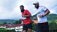 Sylvano Comvalius menjalani latihan perdana di Persipura Jayapura. (Bola.com/Iwan Setiawan)