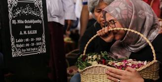 Suasana Pemakaman Istri Indro Warkop