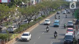 Kendaraan melintasi Jalan Margonda Raya, Depok, Jawa Barat, Selasa (20/11/2019). Badan Pengelola Transportasi Jabodetabek (BPTJ) menetapkan ruas Jalan Margonda Raya menjadi jalan berbayar melalui sistem electronic road pricing (ERP) pada akhir 2020. (Liputan6.com/Immanuel Antonius)