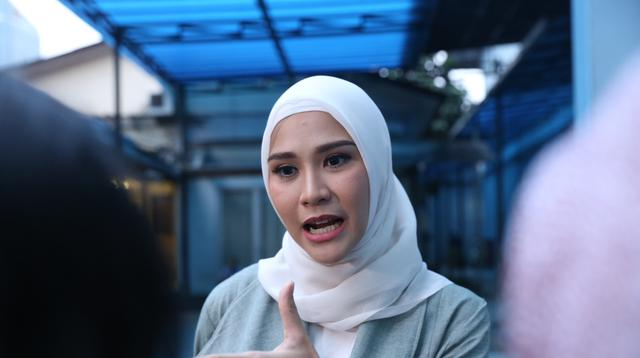 """Hamil aku tuh kali ini lucu, aku selalu eneg di rumah. Begitu masuk rumah aku muntah, masuk kamar juga muntah,"" ujar Zaskia Adya Mecca seperti dilansir dari Liputan6 di kawasan Tendean, Jakarta Selatan, baru-baru ini. (Nurwahyunan/Bintang.com)"
