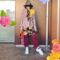 Tabrak motif dan gaya tumpuk jadi ciri khas Diana Rikasari. (Instagram/Diana Rikasari)