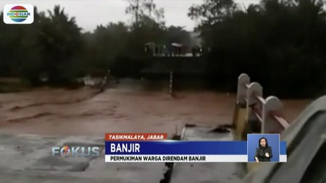 Sungai Ciandum meluap, jembatan penghubung Sukabumi-Tasikmalaya  sepanjang 70 meter, ambruk.