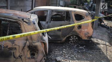 Belasan Mobil di Petamburan Hangus Terbakar