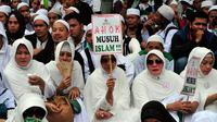 Ribuan anggota Front Pembela Islam (FPI) kembali berunjuk rasa di Gedung DPRD DKI Jakarta, Senin (10/11/2014). (Liputan6.com/Johan Tallo)
