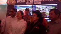 Menteri PMK Puan Maharani saat memberikan penjelasan kepada media di pos utama mudik Limbangan, Garut, Jawa Barat (Liputan6.com/Jayadi Supriadin)