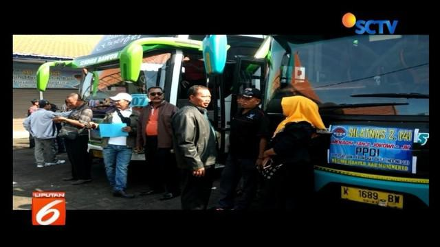 Sebanyak 580 perangkat desa Mojokerto, Jawa Timur, berangkat ke Istana Negara untuk tagih janji Presiden Jokowi 5 tahun lalu tentang pengangkatan PNS.