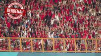 Suporter Indonesia saat melawan Uni Emirat Arab (UEA) pada laga Asian Games di Stadion Wibawa Mukti, Jawa Barat, Jumat (24/8/2018). (Bola.com/Vitalis Yogi Trisna)