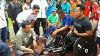 Menteri Pemuda dan Olahraga (Menpora) Imam Nahrawi, menemui sejumlah atlet Asian Para Games, di Stadion Sriwedari, Solo, Selasa (13/3/2018). (Bola.com/Ronald Seger Prabowo)