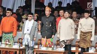 Ketua KPU Arief Budiman (kiri) bersama pasangan capres dan cawapres Joko Widodo-Ma'ruf Amin dan Prabowo Subianto-Sandiaga Uno saat Deklarasi Kampanye Damai di Monas, Jakarta, Minggu (23/9). (Merdeka.com/Iqbal Nugroho)