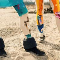 Keindahan lukisan tidak hanya di atas kanvas, bagian tubuh pun bisa menjadi objeknya. Seperti kaki ini yang seolah sedang memakai celana. (via: boredpanda.com)
