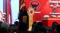 Megawati Soekarnoputri selaku Ketua Umum terpilih menyampaikan pidato penutup dalam Kongres V PDIP di Hotel Grand Inna Bali Beach, Sanur, Sabtu (10/8/2019). Dalam pidatonya, Megawati mengimbau seluruh kader memiliki karsa atau kekuatan jiwa yang dinamakan Tri Karsa PDIP. (Liputan6.com/Johan Tallo)