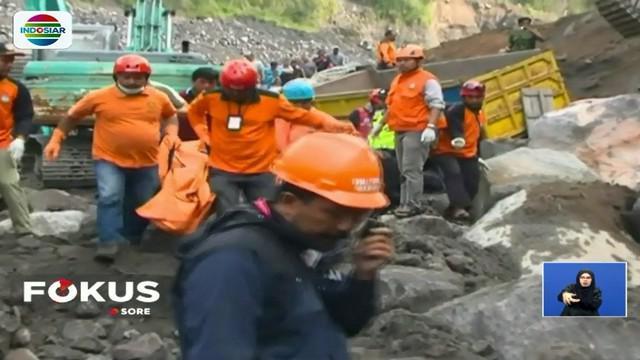 Bencana longsor tersebut terjadi Senin pagi. Tebing setinggi 50 meter tiba-tiba runtuh dan menimpa para penambang yang sedang mengangkut pasir.