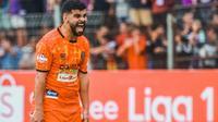 Gelandang Persiraja Banda Aceh asal Lebanon, Samir Ayass, memilih bertahan di Bali sambil menunggu panggilan resmi latihan lanjutan Liga 1 2020. (Bola.com/Gatot Susetyo)