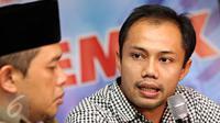 Peneliti ICW Donal Fariz menjadi pembicara pada diskusi bertajuk 'Reshuffle Datang, Parpol Tegang' di Jakarta, Sabtu (7/11). Diskusi itu membahas isu perombakan kedua Kabinet Kerja dalam keterkaitannya dengan parpol. (Liputan6.com/Immanuel Antonius)