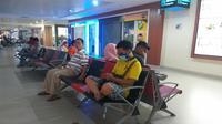 Suasana ruang tunggu di Bandara Pekanbaru menunggu penerbangan ke Jakarta. (Liputan6.com/M Syukur)