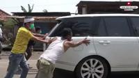 Potret Dedi Mulyadi Jemput Mobil Mewahnya. YouTube @KANG DEDI MULYADI CHANNEL ©2021 Merdeka.com