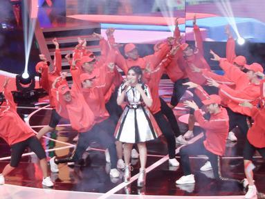 Pedangdut Via Vallen meramaikan Konser Terima Kasih Indonesia untuk Para Juara di Studio 5 Indosiar, Selasa (4/9). Acara tersebut dalam rangka wujud apresiasi akan prestasi atlet selama pesta olahraga Asian Games 2018. (Liputan6.com/Immanuel Antonius)