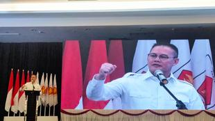 Ketum DPD Gerindra Sumsel 2013-2019 Aswari Rivai saat menyampaikan ucapan selamat kepada ketua terpilih yang dipilih Prabowo Subianto (Liputan6.com / Nefri Inge)