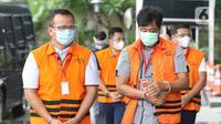 Menteri Kelautan dan Perikanan non aktif, Edhy Prabowo (kiri) bersiap menjalani pemeriksaan di Gedung KPK Jakarta, Jumat (4/12/2020). Sebelumnya, Edhy ditangkap dan ditahan KPK sebagai tersangka dugaan suap penetapan calon eksportir benih lobster pada Rabu (25/11). (Liputan6.com/Helmi Fithriansyah)