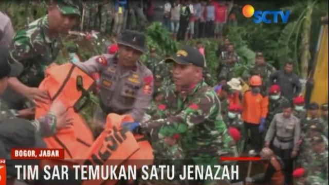 Proses pencarian lima korban longsor terus dilakukan di Kelurahan Warung Menteng, Kecamatan Cijeruk, Kabupaten Bogor.