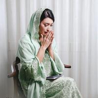 Tiga hari sebelum menikah, Tyas Mirasih menggelar pengajian. Ia terlihat cantik dengan mengenakan busana warna hijau. (Foto: instagram.com/tyasmirasih)