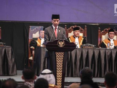 Presiden Joko Widodo menyampaikan sambutannya saat menghadiri Laporan Tahunan Mahkamah Agung di Jakarta, Rabu (27/2). Laporan Tahunan ini merupakan bentuk pertanggungjawaban MA kepada publik atas capaian MA selama satu tahun. (Liputan6.com/Faizal Fanani)