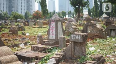 Suasana Taman Pemakaman Umum (TPU) Menteng Pulo, Jakarta, Selasa (3/12/2019). Pemprov DKI Jakarta berencana merevitalisasi 17 TPU serta akan melakukan perluasan lahan makam hingga 794,83 hektar. (Liputan6.com/Immanuel Antonius)