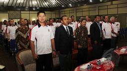 Ketum PB Ikatan Sport Sepeda Indonesia (ISSI), Raja Sapta (kiri) saat pelantikan PB ISSI Masa Bakti 2015-2019 di Gedung Serba Guna Senayan, Jakarta, Jumat (17/4/2015). (Liputan6.com/Helmi Afandi)