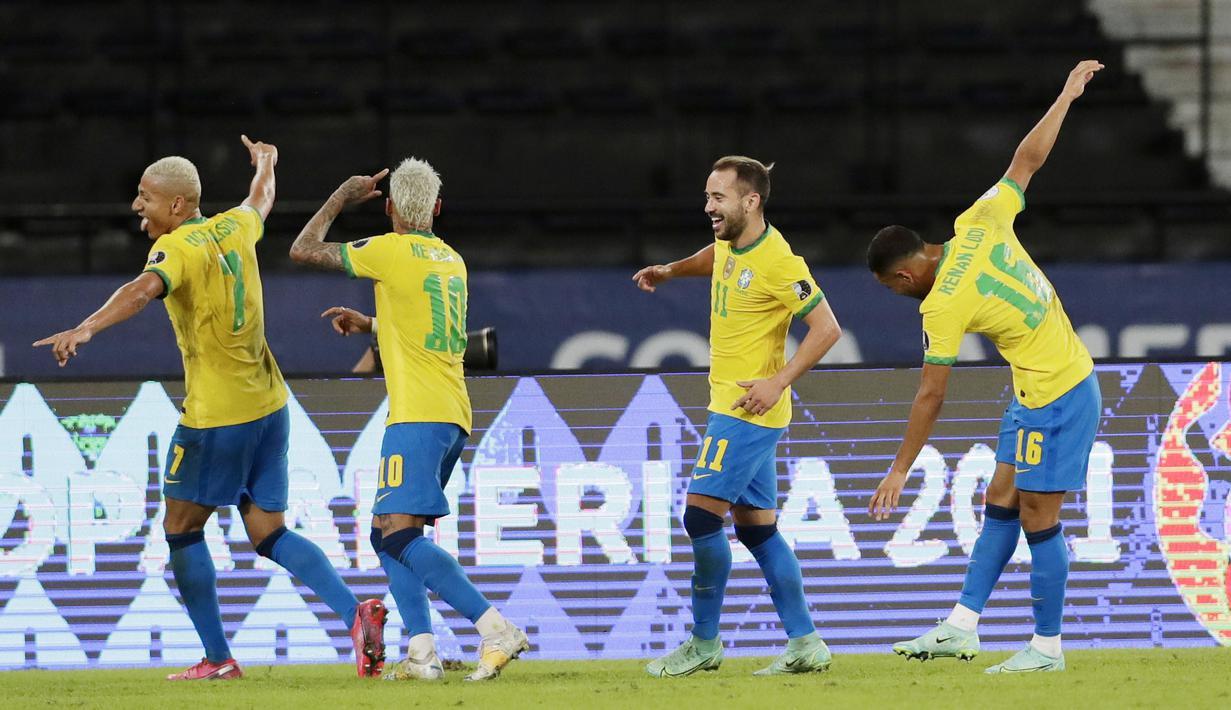 Brasil melanjutkan tren kemenangan di Copa America 2021. Kali ini, Tim Samba berhasil mencukur Peru empat gol tanpa balas pada laga kedua Grup B Copa America di Stadion Olimpico Nilton Santos, Rio de Janeiro. (AP/Silvia Izquierdo)