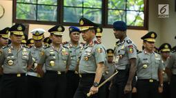 Kapolri Jenderal Tito Karnavian bersiap memimpin acara  serah terima jabatan (sertijab) Kapolda Metro Jaya di Rupatama Mabes Polri, Rabu (26/7). Inspektur Jenderal (Irjen) Idham Aziz resmi menjabat sebagai Kapolda Metro Jaya. (Liputan6.com/Faizal Fanani)