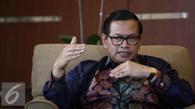 Sekteraris Kabinet Pramono Anung saat melakukan wawancara khusus dengan Liputan6.com, Jakarta, Kamis (9/6). (Liputan6.com/Faizal Fanani)