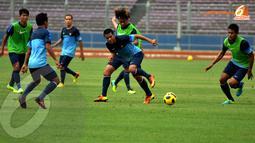 Tantan (tengah) diharapkan mampu mempertajam barisan penyerang Timnas Indonesia saat melawan Kyrgizstan yang akan digelar 1 November mendatang. (Liputan6.com/Helmi Fithriansyah)