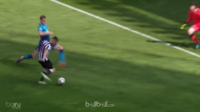 Newcastle United menuai kemenangan comeback sensasional atas Arsenal dalam lanjutan Liga Inggris, Minggu (15/4). Alexandre Lacazet...