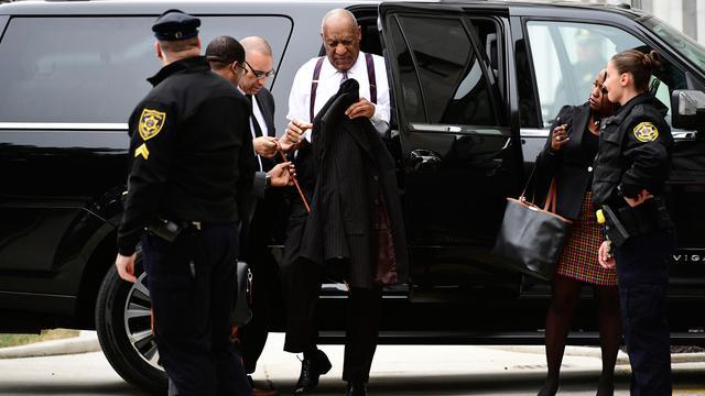 Tampil Topless, Wanita Ini Berulah di Sidang Kekerasan Seksual Bill Cosby