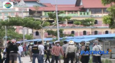 Berebut lahan kerja, dua kelompok buruh di Baubau, Sulawesi Tenggara, saling serang.