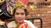 Kejutan ulang tahun Dul Jaelani ke-20 tahun. (Sumber: Instagram/@dulamanda2323)