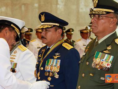 Penyematan Bintang Angkatan Kelas Utama TNI