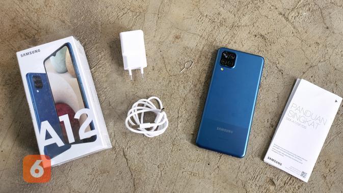 Kelengkapan dalam boks Galaxy A12 (Liputan6.com/ Agustin Setyo W)