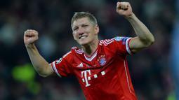Bastian Schweinsteiger berupah posisi ketika Louis van Gaal menukangi Bayern Munich pada tahun 2009. Awalnya ia merupakan winger kiri dan dipindah menjadi gelandang tengah oleh van Gaal. Alhasil ia menjadi salah satu gelandang tengah terbaik di dunia saat ini. (Foto: AFP/Andrew Yates)