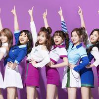 Saat TWICE merilis album Jepang yang bertajuk #TWICE, girlband ini berhasil menjual lebih dari satu juta kopi. (Foto: Soompi.com)